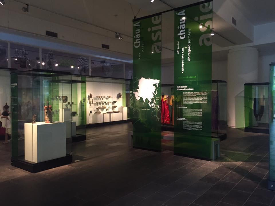 Tranh kính Bảo tàng dân tộc học